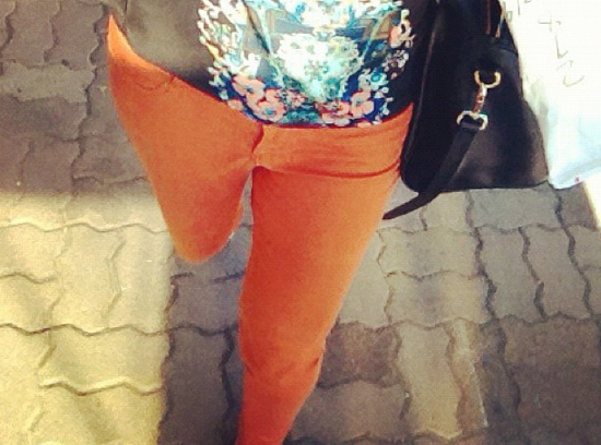 The very gorgeous Andrea from Fox in Flats rocking orange jeans
