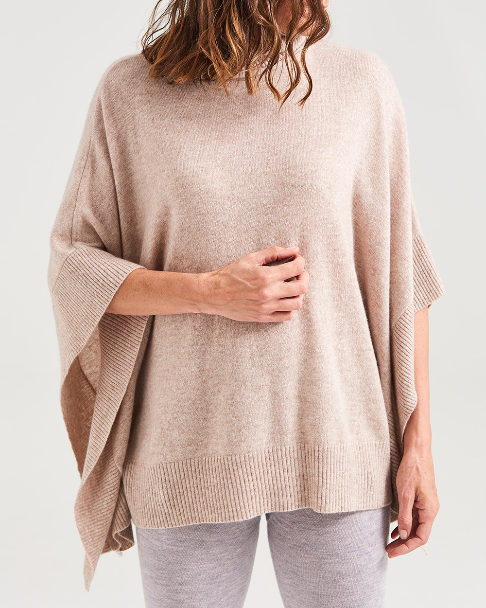 Sassind Cashmere poncho in oatmeal