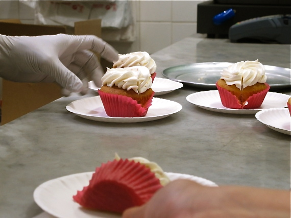 New York city must-do: book a food tour and get to taste lychee cupcakes at Everything Frosted